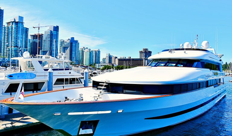 Top Reasons For Hiring Luxury Yacht Charter Services For Your Vacations